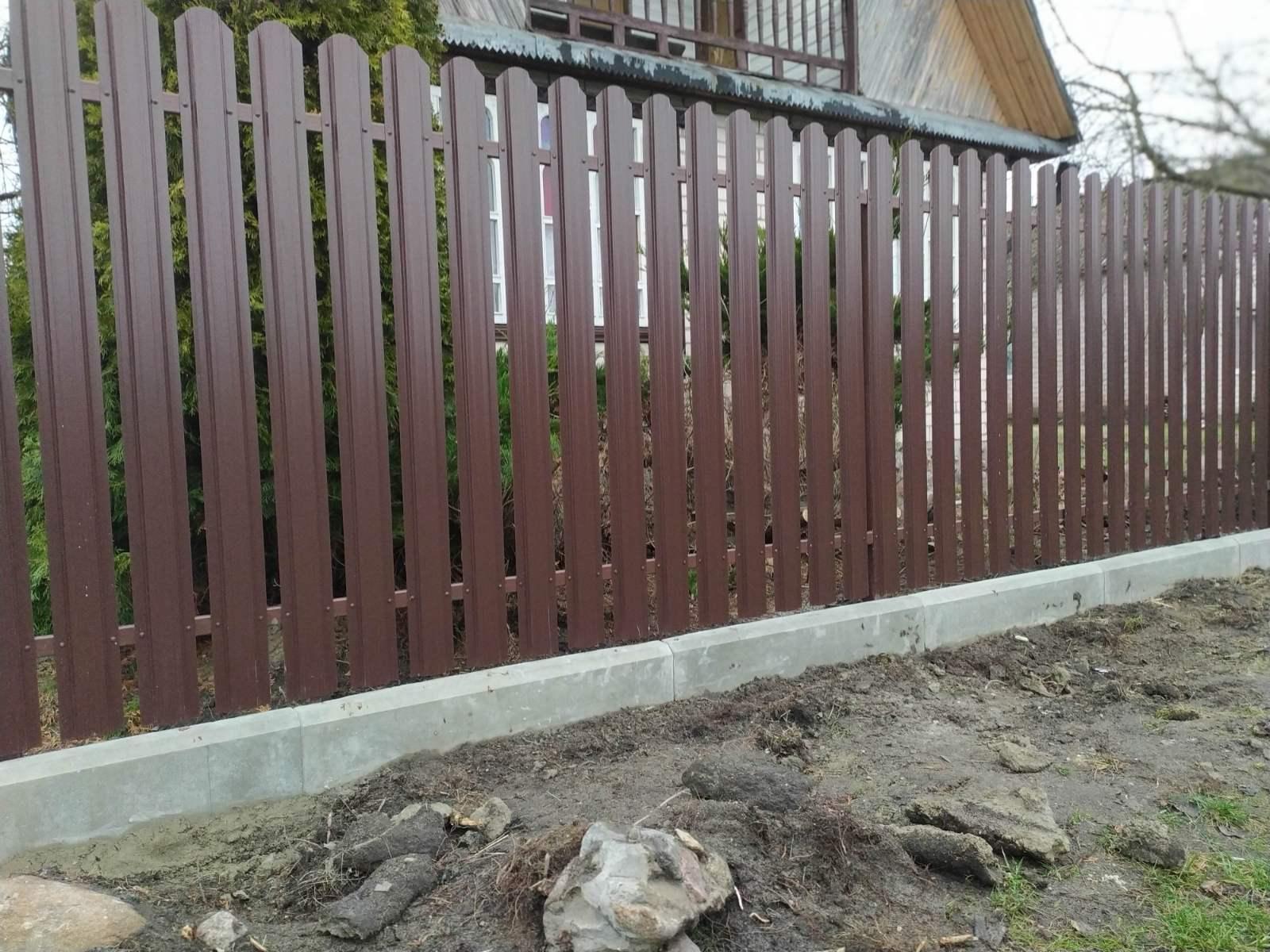 забор из европланки и дорожного борта